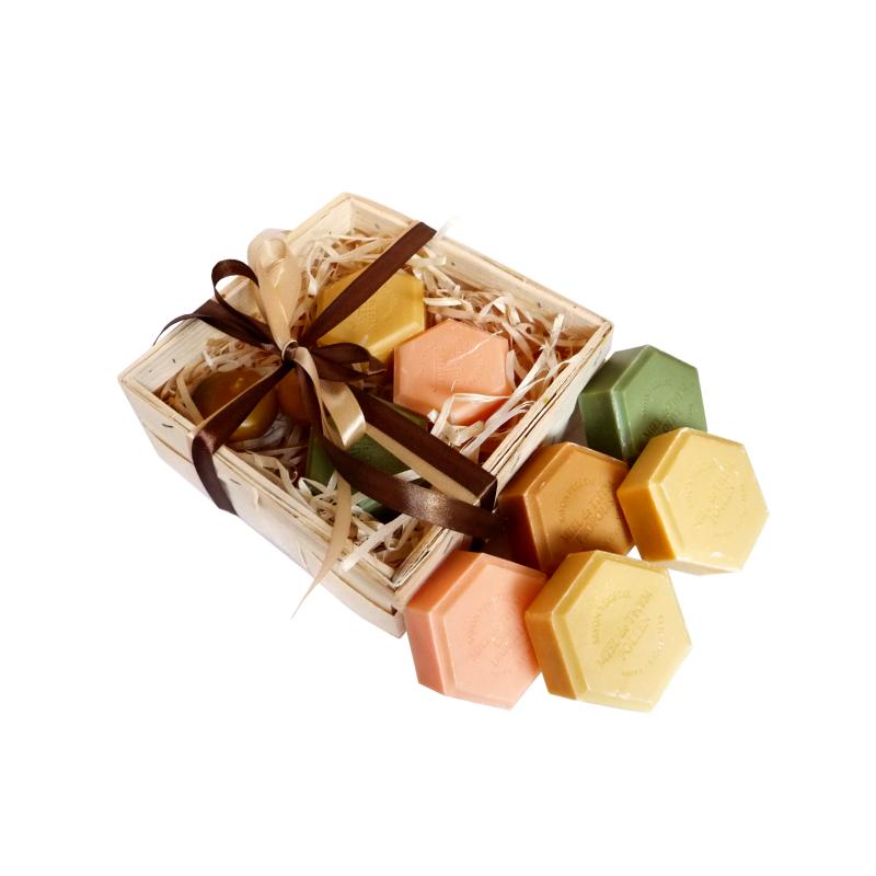 K123 Zestaw prezentowy z naturalnymi mydełkami i pływającymi świecami woskowymi