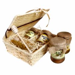 L042 Zestaw prezentowy miodów z woskową świecą w koszyku