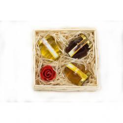 L236 Zestaw prezentowy z miodem i woskową świecą w koszyku